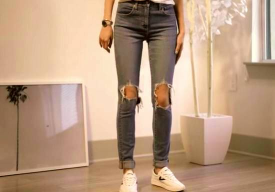 how to fix distressed jeans hole